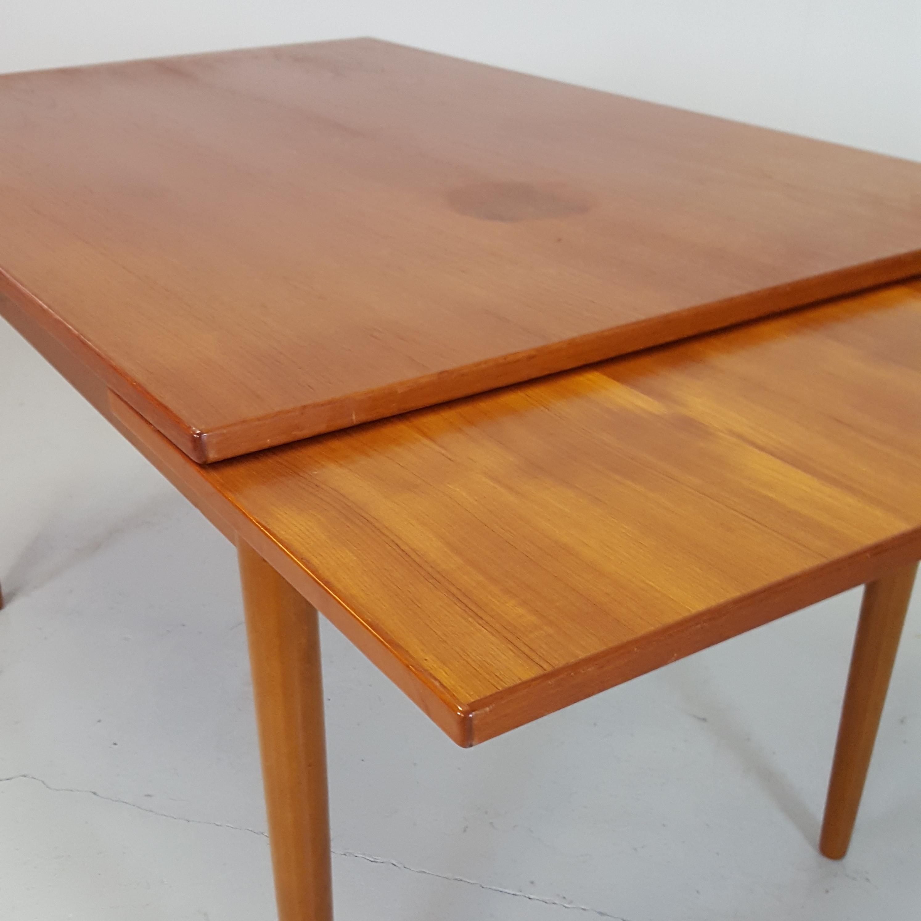 Spisebord i Teak / Bøg - Retrofabrikken
