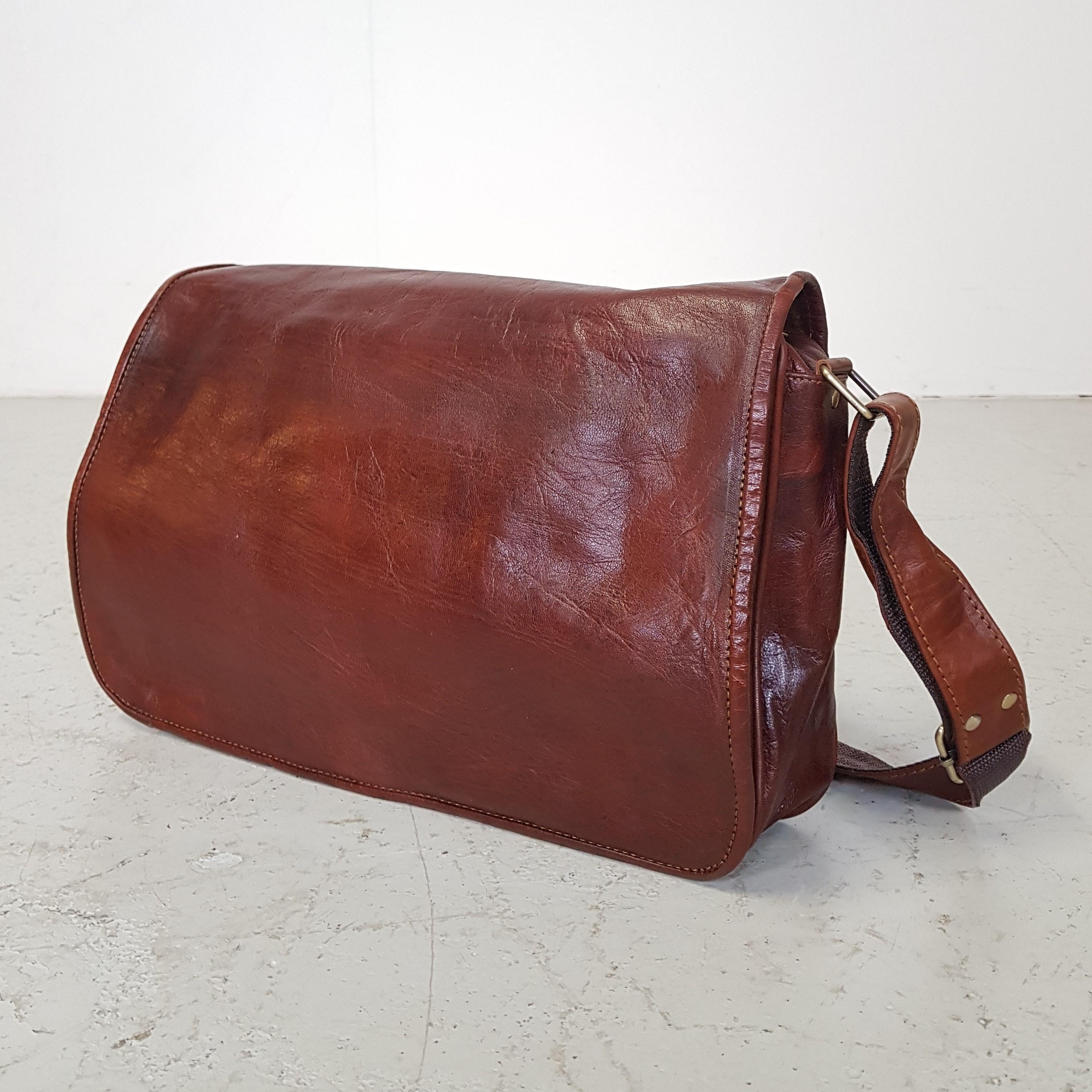 c6e5c68fd63 Forside / Tasker / Tasker / Computer taske i mørke brun læder/ Medium