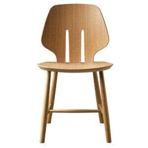 J67 spisebordsstol i eg – designet af Ejvind A. Johansson