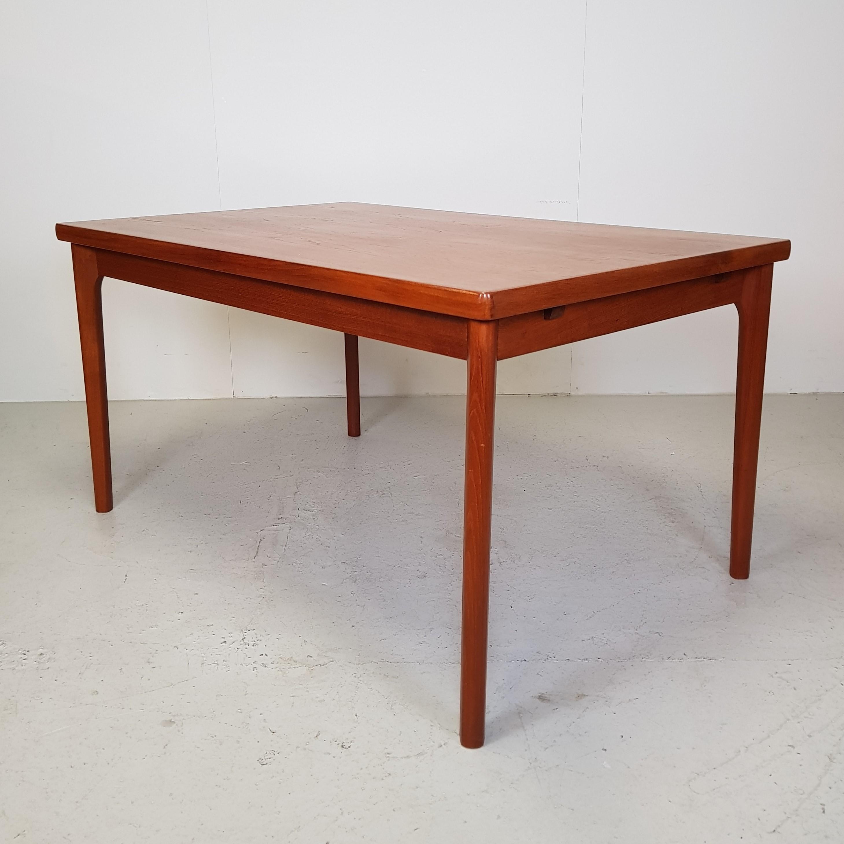 Spisebord i Teak / Henning Kjærnulf - Retrofabrikken