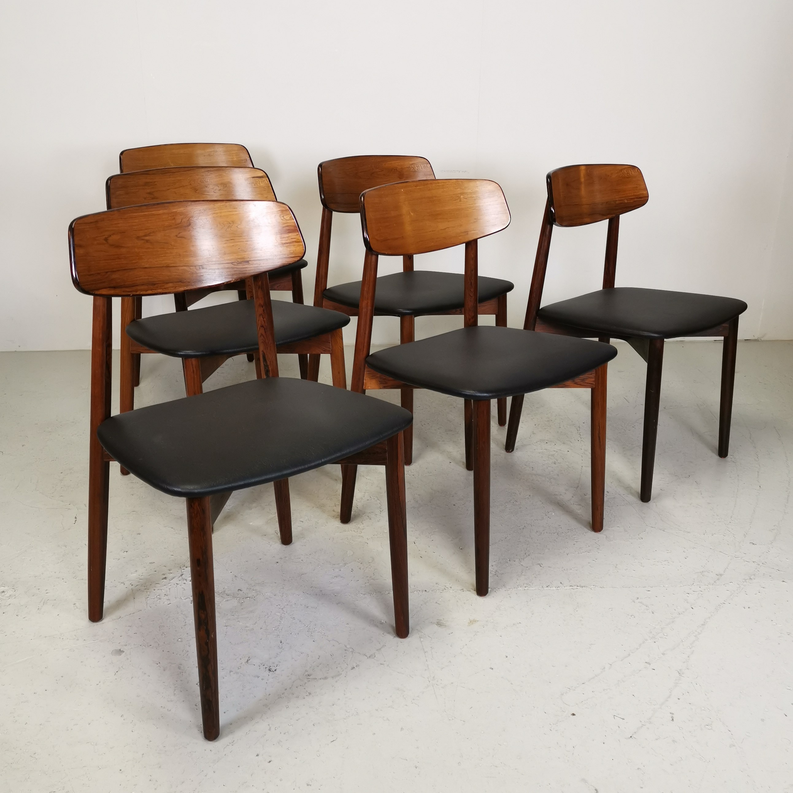 Forskellige Spisebordsstole i Palisander og kunst læder / Harry Østergaard QL31