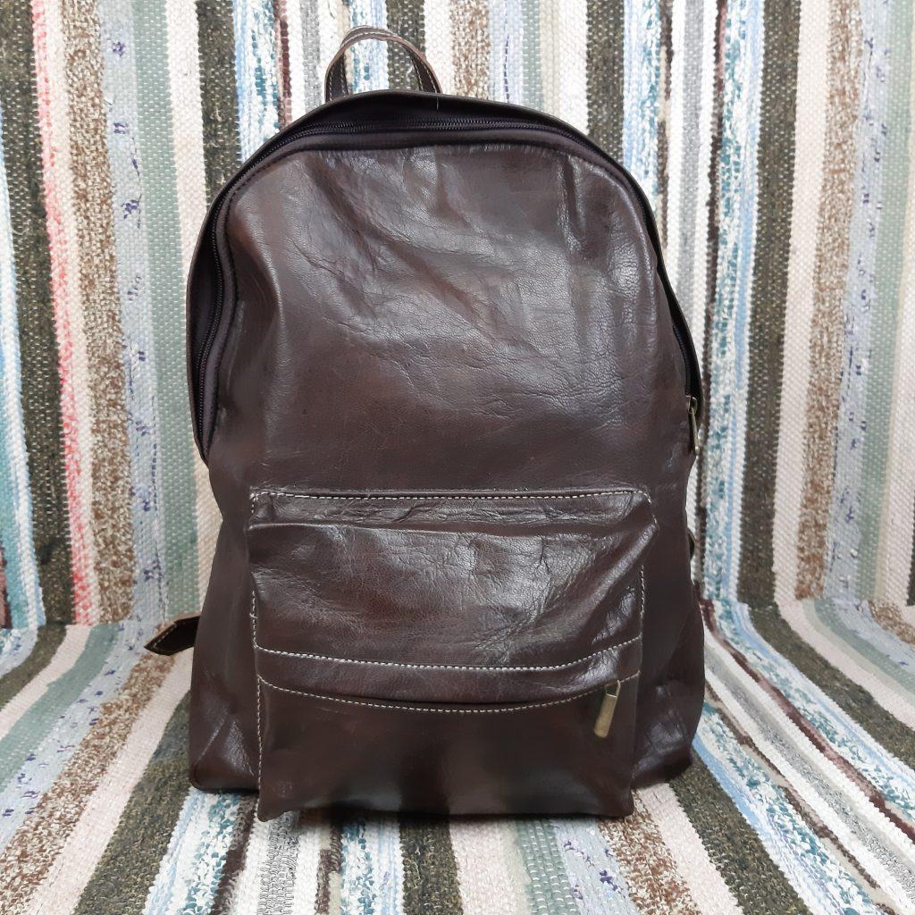c6a6a8d2f21 Rygsæk i læder og i en varm mørkebrun farve - Retrofabrikken